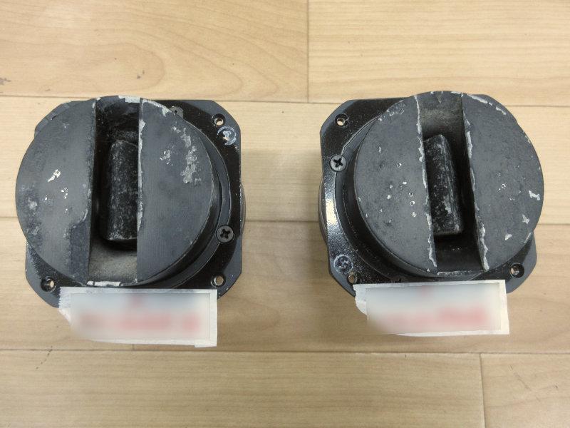 修理ご依頼品のJBL2405。ホーンの汚れ、塗装剥れ、傷が目立ちます。