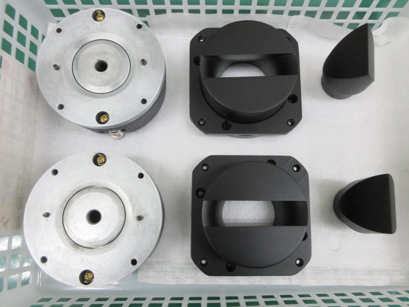 磁気回路オーバーホール、ホーン一式再塗装が完了したJBL2405。
